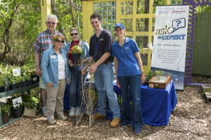 Cooperative Extension agents, Master Gardeners inform the public on gardening, extension programming