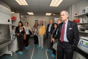 Sen. Tom Carper tours the Lasher Lab