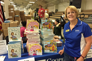 Cooperative Extension partners with the Molina Foundation to hand out free books